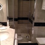 Baño nuevo, moderno y muy limpio