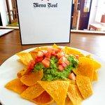 Nachos con guacamole - Corn chips + guacamole
