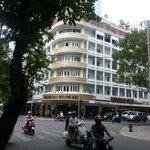 Fantastic corner Hotel with quiet room