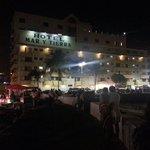 Hotel Mar y Tierra de noche