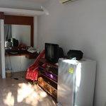 В каждом номере есть холодильник, телевизор, шкаф. сейф, кровать, комод