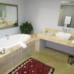Calypso bathroom