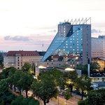 Außenansicht Estrel Hotel Berlin