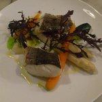merluzzo con asparagi e patè di olive