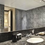 Belgravia Suite bathroom