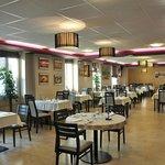 grande salle de restaurant climatisée