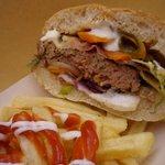 Tutti gli hamburger sono preparati da noi con ingredienti freschi e di qualità