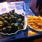 """Moules saupoudrées de """"sauce curry"""" avec frites surgelées"""