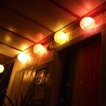 El hall de noche, hermosa iluminación