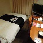 シングルの部屋は超コンパクト、寝るだけと割り切れば問題なし
