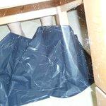 poussière en dessous du tabouret chambre