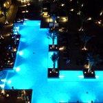 Aussicht auf den Pool bei Nacht