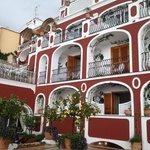 L'hotel dalla terrazza principale