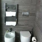 Il bagno camera 208