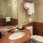 Ensuite Bathroom1