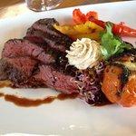 Steak mit Grillgemüse und Kartoffel-Selleriestampf