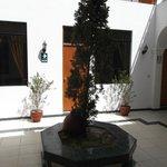 Arequipa, Perú, Hostal Santa Marta. Patio interior.