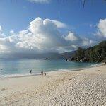 Anse Soleil Restaurant - la spiaggia di fronte