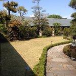 根津美術館の日本庭園の入り口