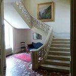 Le hall d'entrée et l'escalier
