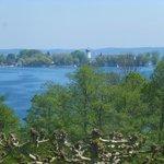 Blick von der Terrasse auf die Fraueninsel