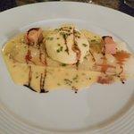 Asperge, sauce hollandaise, dés de foie gras, oeuf poché