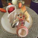 Cheesecake citron, smoothie fruits rouges, mousse chocolat blanc / framboise
