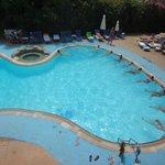 Аквааэробика в главном бассейне. Вид из номера.