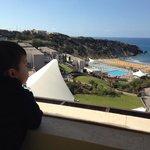 Vue piscine, plage et mer