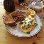 mushroom & spinach omelette