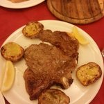 Bistecca di vitello saporitissima e tenera ... con patate al coppo stra buone !!!