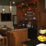Lobby evening wine bar/morning breakfast bar