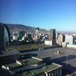 вид с 17го этажа на центр города и горы
