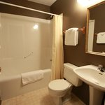 Private bathroom with tub/shower in every room