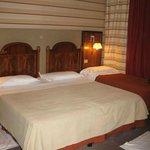 Chambre Double, très serrée avec lit d'appoint