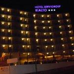 Hotel Rialto at night