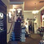 Front Lobby Area - Hotel La Rose Santa Rosa