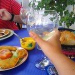 Vino blanco con empanadillas de foie-setas y alcachofa