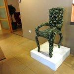 Sedia artistica in esposizione