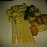 asparagi con uova e patate