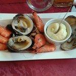 Menu à 15.90 : mon entrée: assiette de fruits de mer (produits frais et délicieux et surtout une