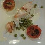 Menu à 15.90 mon plat: brochette de st Jacques et de saumon avec une sauce,une tomate à la prove