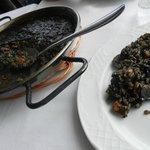 Paella au riz noir