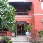 Antigua Miraflores front courtyard