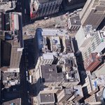 Вид на отель сверху с Empire State Building (справа на крыше голубые точки)