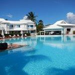 vue piscine et bar de la cocoteraie
