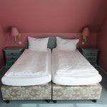 Bett im Zimmer 201