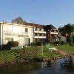 Blick von der Hotelterasse auf den Plöner See