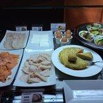 desayuno buffet (tortilla española muy buena)