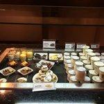 Sección lácteos, mantequilla Echiré y postres de restaurante: natillas, arroz con leche,etc)